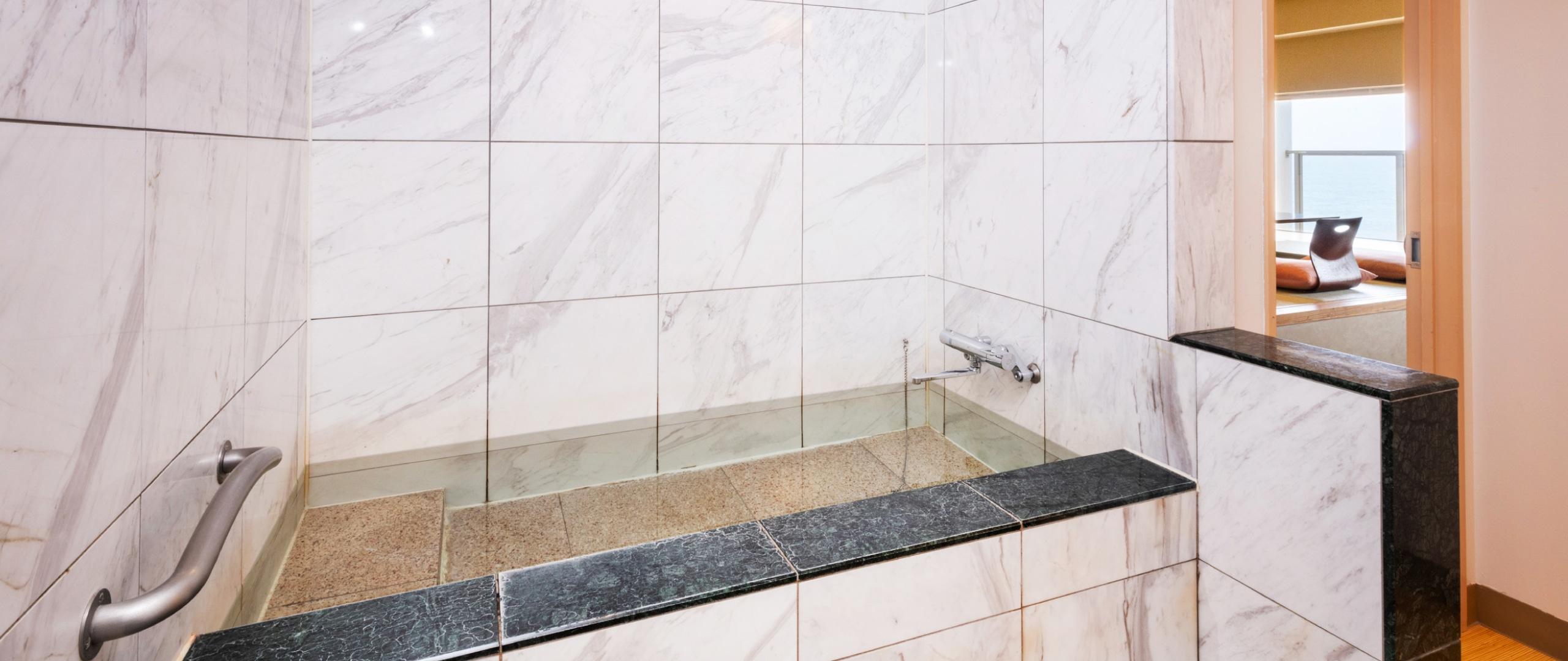 バリアフリーに配慮した浴室