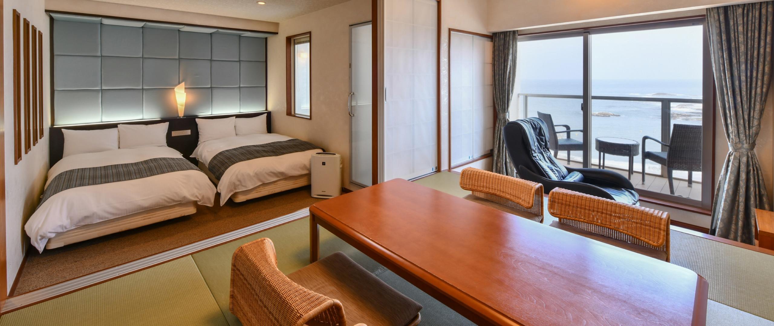 豪華客船の一室をイメージした室内